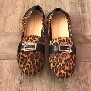 Cricket Closed Toe Loafer in Leopard
